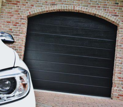 Ukoliko je ugradnja garažnih vrata zadnji korak do savršenog izgleda Vašeg doma, u našoj ponudi možete pronaći garažna vrata s Vašim osobnim potpisom. Ove proizvode karakterizira jedinstveni spoj vrhunske tehnologije i dizajna.