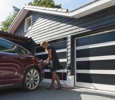 Garažna vrata serije Top-Line su pouzdana i izdržljiva aluminijska vrata. Prednost ovih vrata je u tome što investitoru daje potpunu slobodu prilikom dizajniranja garažnih vrata.