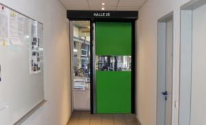 Brzootvarajuća industrijska rolo vrata Novosprint Mono za uvjete smanjenog radnog prostora.