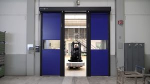 Brzootvarajuća rolo vrata Novosprint Syncro. Najbrža industrijska vrata na svijetu s brzinom otvaranja do 5 m/s.
