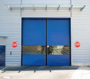 Novosprint SyncroXL su industrijska brzootvarajuća rolo vrata specijalno dizajnirana za velike otvore širine do 6 metara i visine do 9 metara.