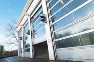 Sekcijska industrijska vrata prilagođena specifičnim potrebama.