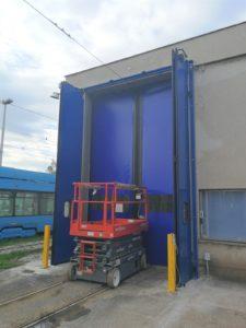 Efikasna rješenja za industrijska vrata u vrlo specifičnim uvjetima. Kada instalacija ili operativna upotreba zahtijeva specifično rješenje za vrata, prilagođavamo posebna rješenja za Vas, koje zadovoljavaju Vaše zahtjeve u odnosu na vizualni dizajn i funkciju.